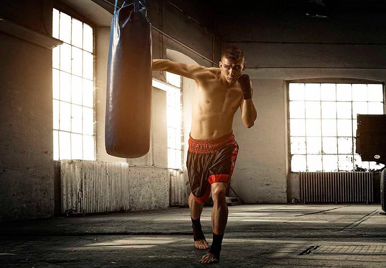 Тренировки по боксу в домашних условиях: основы и пошаговое руководство